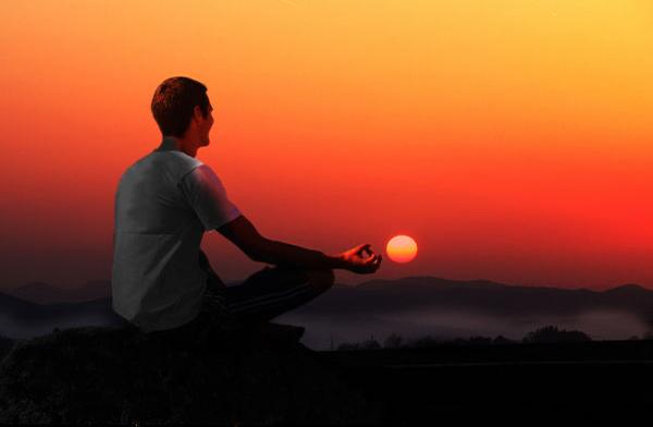 Meditando al atardecer