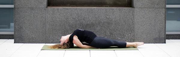 postura yoga chakras