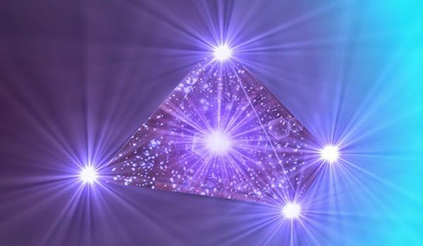 Creando su pirámide de poder en la quinta dimensión (nuestro lugar sagrado) por el Arcángel Miguel