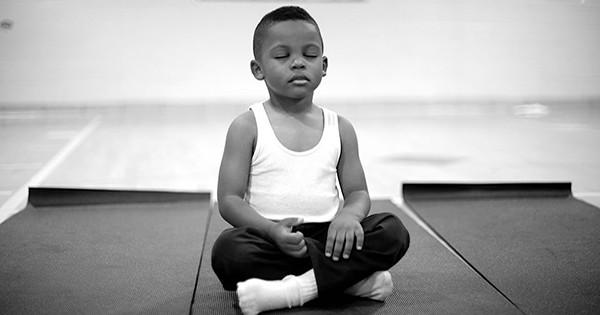 ¿Qué pasaría si en vez de castigar a los niños, les enseñáramos a meditar?