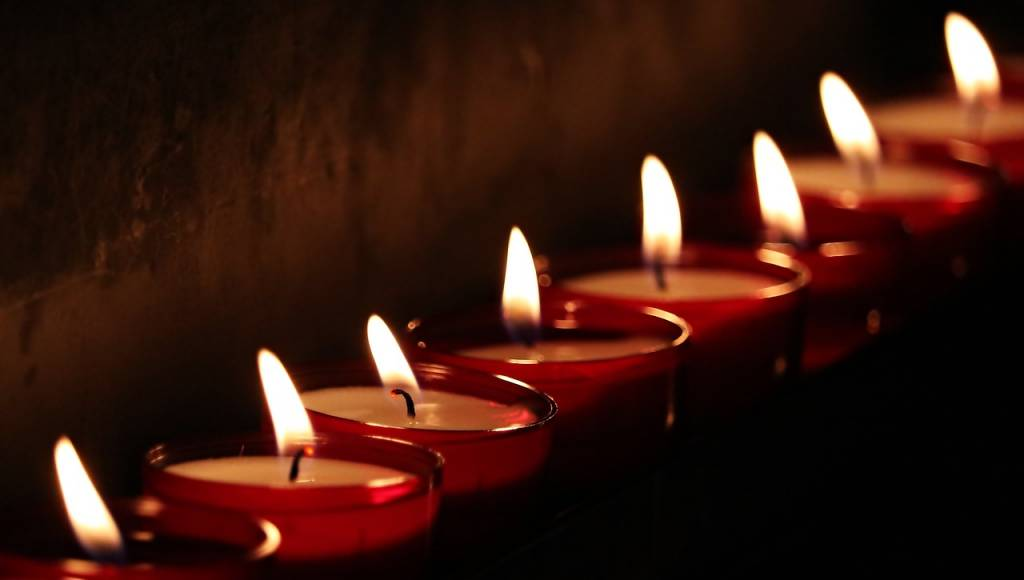 mirar una vela para la curación del chakra del tercer ojo