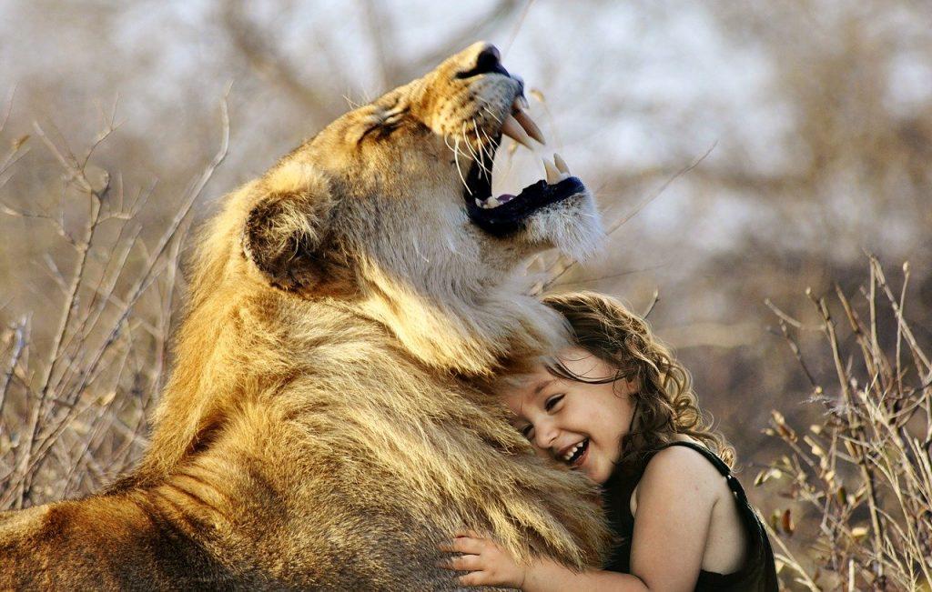 leon y niña empatia