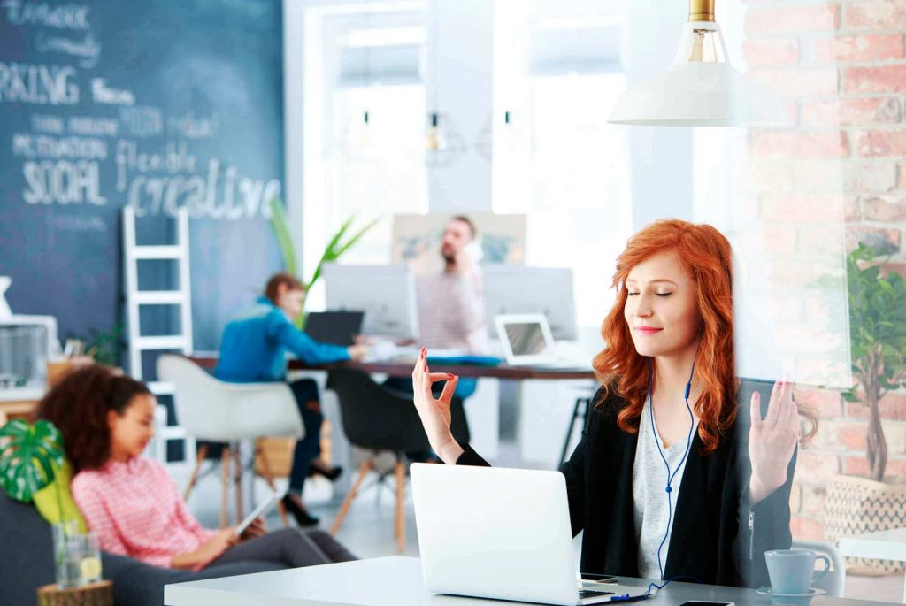 practicar atención plena en el trabajo