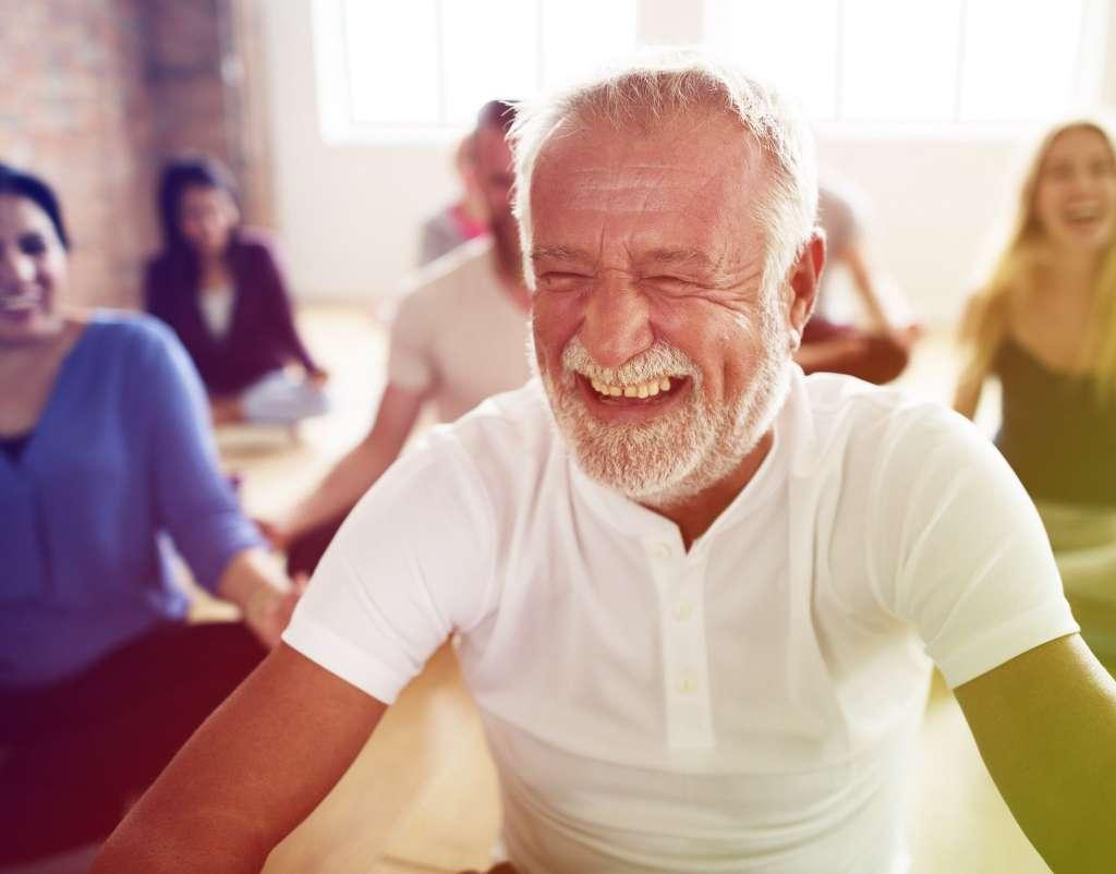 Llorar de la risa en ejercicio de gratitud